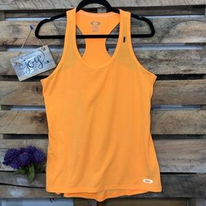 🎈NEW LISTING! OAKLEY Active wear Racer Back Top
